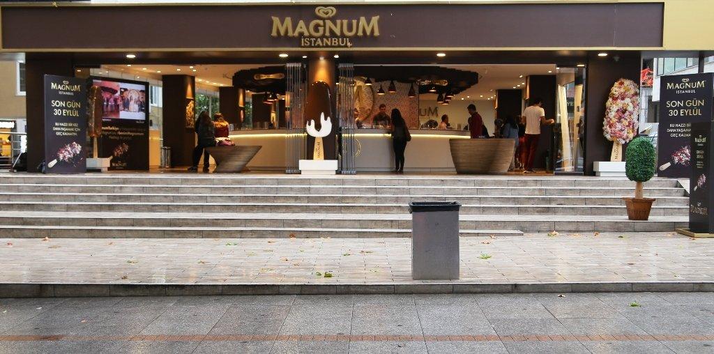 Magnum Store, Cadde'ye veda etti